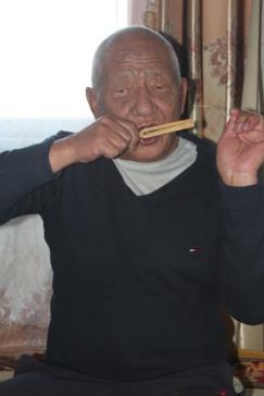 Tserenjigmed playing the aman khuur
